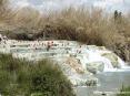 Saturnia Terme e paese (GR) - Quando si arriva davanti alle vasche naturali termali si rimane a bocca aperta. Lo scenario è davvero suggestivo. Per l