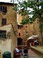 Certaldo(FI) - Un vicolo e una piazzetta con un caratteristico locale (MAG2006)