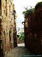 Certaldo(FI) - Un delizioso vicolo con la vista del paese a valle (MAG2006)