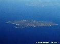 Isola del Giglio (Gr) - Foto aerea. La meravigliosa Isola del Giglio in una limpida giornata di estate. La foto è stata scattatada una quota di circa 32000 piedi ovvero circa 10000 metri di altitudine dal livello del mare. (Luglio 2006)