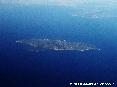 Isola del Giglio (Gr) - Foto aerea della superba Isola del Giglio. La foto è stata scattatada una quota di circa 32000 piedi ovvero circa 10000 metri di altitudine dal livello del mare. (Luglio 2006)